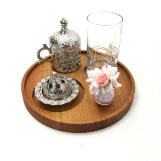 Masif ahşap yuvarlak türk kahvesi sunumu